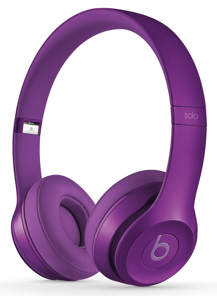 Beats Solo2 Royal Collection, Imperial Violet наушникиMJXV2ZM/AНаушники Solo2 представляют собой полностью обновленную версию самой популярной модели Beats by Dr. Dre. Они предлагают улучшенное звучание, более широкий диапазон звука и усиленную четкость для любой музыки на iPhone, iPad или iPod. Благодаря дизайну, сочетающему строгость линий, легкость и прочность конструкции, они обеспечивают максимальный комфорт. Откройте новые горизонты звучания Наушники Solo2 обладают более динамичным и широким диапазоном звучания и четкостью, максимально приближающей вас к оригинальному звучанию музыки, задуманному ее создателями. Почувствуйте высокую точность воспроизведения независимо от того, какую музыку вы слушаете. Ваш максимальный комфорт Начиная с центра гибкого оголовья корпус изгибается все сильнее, что обеспечивает идеальную посадку. Амбушюры имеют эргономичный изгиб. Кроме того, их можно поворачивать для оптимального комфорта и максимального качества звучания. Высококачественные материалы, из...