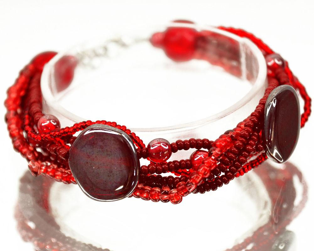 Браслет Bohemia Style, цвет: красный. 165 5250 09165 5250 09Стильный браслет Bohemia Style выполнен из ювелирного сплава, пластика и цветного богемского хрусталя. Бисер и хрустальные бусины завораживают переливами, а также интересными формами. Цветное стекло для производства украшений изготавливается по особой технологии, поддается огранке и полностью имитирует природные камни. Браслет застегивается на замок-карабин, длина регулируется за счет дополнительных звеньев цепочки. Изящный браслет Bohemia Style придаст вашему образу изюминку, подчеркнет красоту и изящество вечернего платья или преобразит повседневный наряд.
