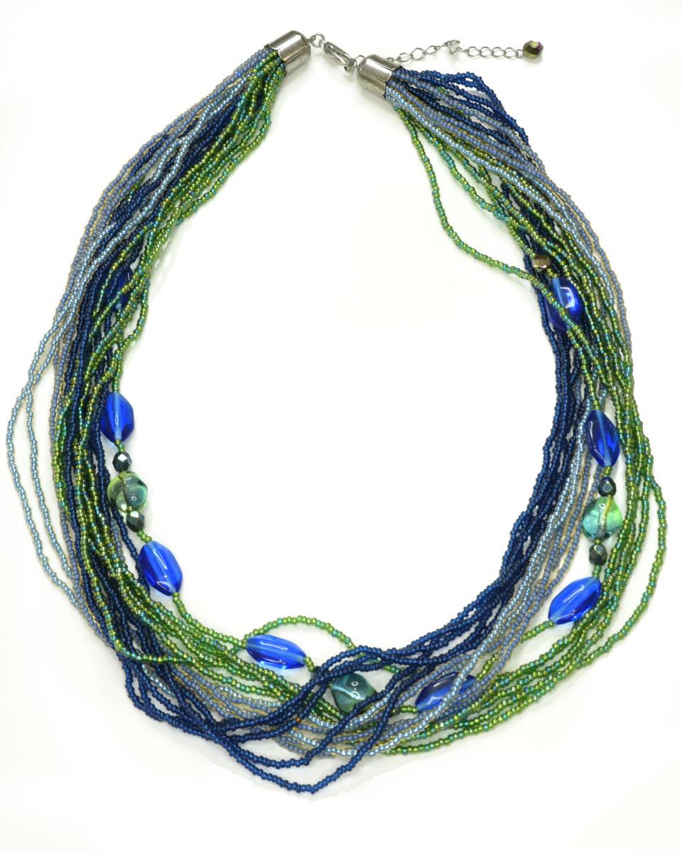Ожерелье Bohemia Style, цвет: изумрудный, синий, голубой. 377 3562 03377 3562 03Стильное ожерелье Bohemia Style выполнено из ювелирного сплава и цветного богемского стекла. Хрустальные бусины завораживают переливами, а также интересными формами. Цветное стекло для производства украшений изготавливается по особой технологии, поддается огранке и полностью имитирует природные камни. Ожерелье застегивается на замок-карабин, длина регулируется за счет дополнительных звеньев цепочки. Изящное ожерелье Bohemia Style придаст вашему образу изюминку, подчеркнет красоту и изящество вечернего платья или преобразит повседневный наряд.