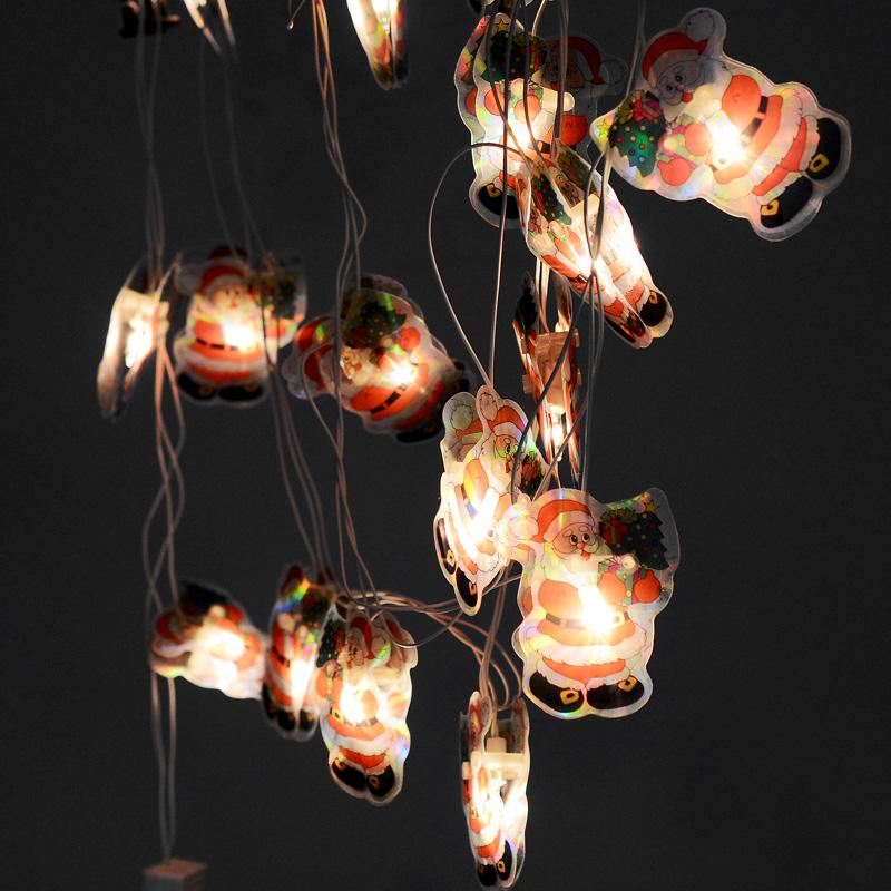 Гирлянда новогодняя Дед Мороз, электрическая, 16 ламп, 2,5 м. 3533735337Новогодняя электрическая гирлянда Дед Мороз украсит интерьер вашего дома или офиса в преддверии Нового года. Лампы выполнены в виде двух пластинок с изображением Деда Мороза. Между пластинами располагается лампочка. Имеется тумблер переключения режимов мигания огней (8 режимов). Оригинальный дизайн и красочное исполнение создадут праздничное настроение. Откройте для себя удивительный мир сказок и грез. Почувствуйте волшебные минуты ожидания праздника, создайте новогоднее настроение вашим дорогим и близким. Материал: ПВХ, стекло. Количество ламп: 16 шт. Размер пластинок: 7 см х 5,5 см. Напряжение: 220 В. Мощность: 30,7 Вт.