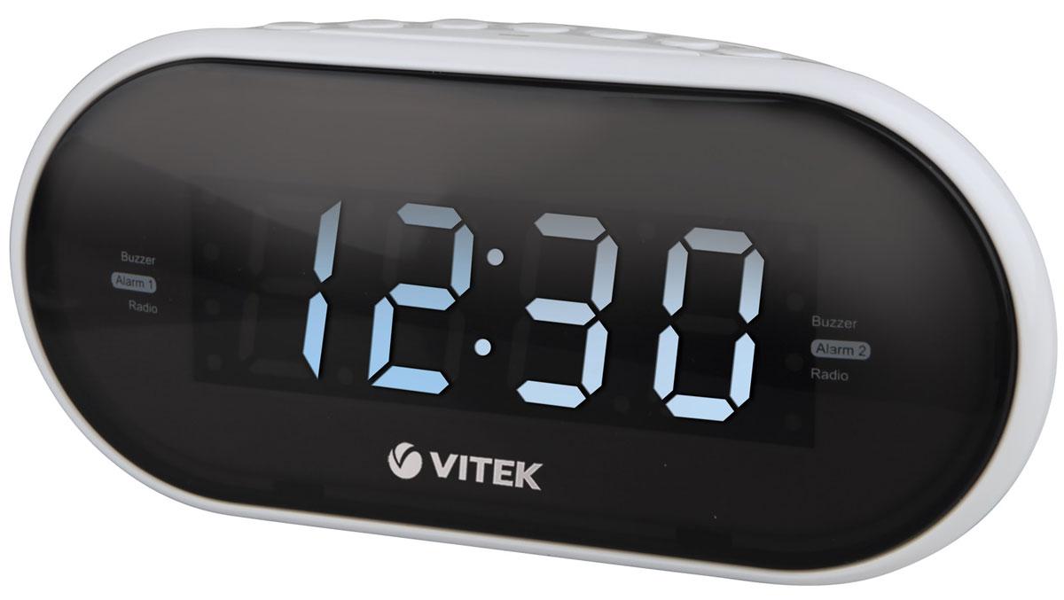 Vitek VT-6602(W) радиочасыVT-6602(W)Vitek VT-6602(W) - оптимальный вариант для тех, кто не любит обилие разной техники в доме. Ведь данное устройство является не только часами, которые показывают время на электронном табло. Оно совмещают в себе функцию будильника и радиоприемника. Встроенный цифровой тюнер поддреживает диапазоны FM и AM. Радиочасы также имеют крупный 1,2-дюймовы дисплей. Из дополнительных функций можно выделить возможность сохранения настроек 10 радиостанций в обоих диапазонах, двойной будильник и режим короткого сна. Резервное питание: 2 батарейки типа ААА (не входят в комплект)
