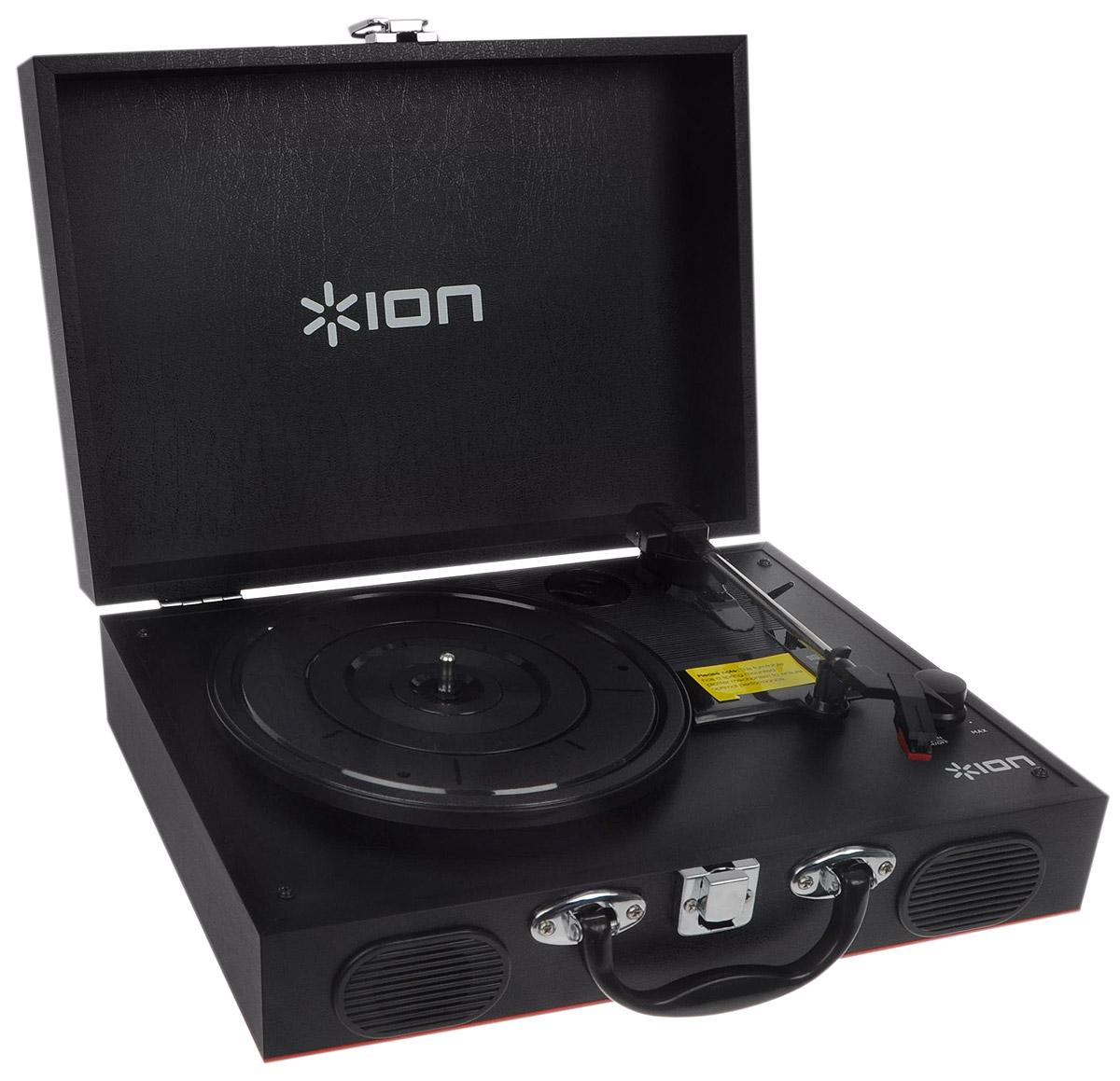 ION Audio Vinyl Transport, Black виниловый проигрывательIONvtION Audio Vinyl Transport представляет собой изящный виниловый проигрыватель, который очень удобно носить с собой. Стильный дизайн 1950-х годов придется по душе настоящим любителям ретро, встроенные стереодинамики обеспечат чистый и живой звук, а благодаря батареям проигрыватель может работать до 6 часов без подзарядки. С ION Audio Vinyl Transport можно наслаждаться звуком любимых виниловых пластинок где угодно и когда угодно! Корпус в стиле ретро Встроенные стереодинамики 6 часов работы без подзарядки Тип батарей: 4xAA Пылезащитный корпус