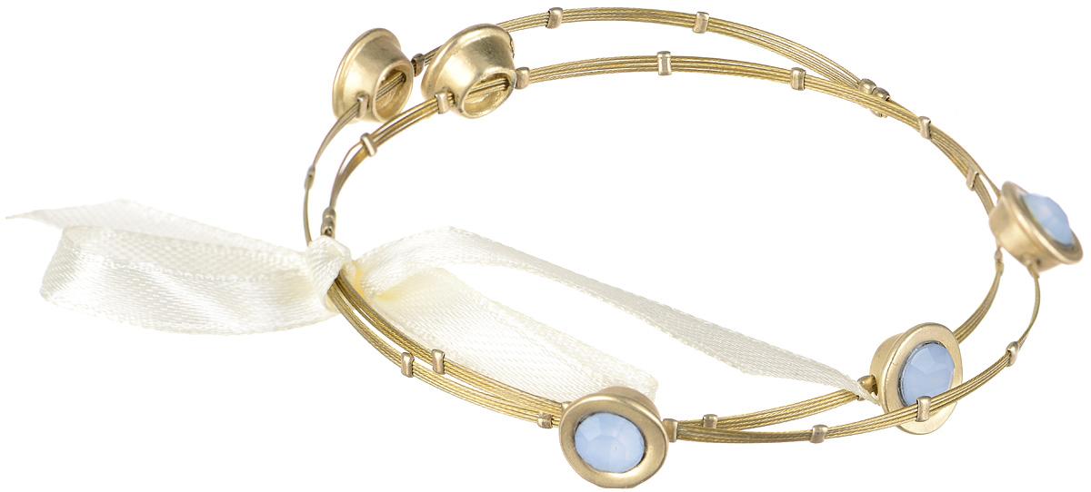 Браслет Taya, цвет: золотистый, голубой. T-B-1546T-B-1546-BRACELET-GL.BLUEСтильный браслет Taya выполнен в виде основы из бижутерийного сплава на основе латуни, которая оформлена стеклянными стразами и бантиком из атласной ленты. Браслет Taya блестяще подчеркнет изящество, женственность и красоту своей обладательницы.