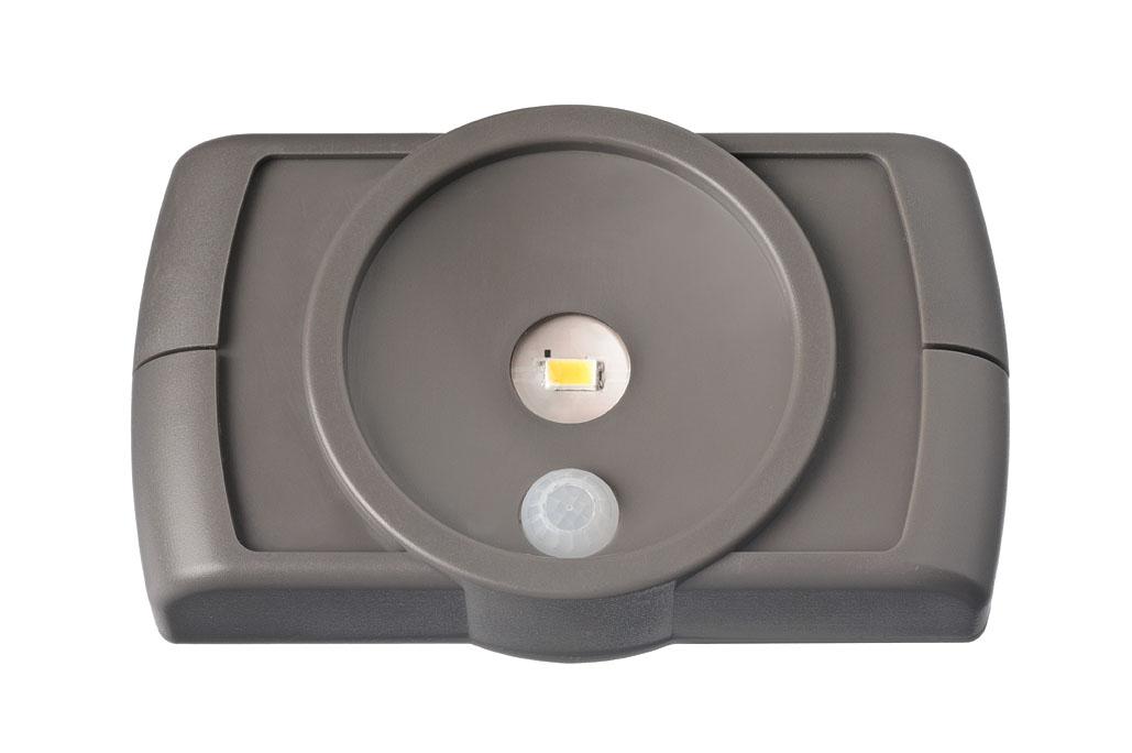 Светильник MrBeams MB860, беспроводной, с датчиками движения и освещенности, LED подсветка рабочей зоны, 35 люмен, коричневый, 4 х ААMB860Беспроводной LED светильник с датчиками движения и освещенности Варианты применения: для использования внутри помещения. Подсветка в любом нужном месте - кухня, гардеробная, кладовка, мастерская, мебель. Яркость: 35 люмен, Цвет Белый (4000K) Площадь освещения: 1 кв. метр Датчик движения: дистанция срабатывания: 1- 2 метра Датчик освещенности: активация работы светильника только в темноте Таймер отключения при отсутствии движения: регулируемый 20/60 секунд. Время работы на одном комплекте батареек: 1 год работы ежедневного типового использования или до 25 часов непрерывной работы Питание: 4 щелочные батарейки типа АА (1.5 В) Простота монтажа/демонтажа: Крепление двусторонней липкой лентой или саморезами (в комплекте). Безопасность: Отсутствие электрической проводки, корпус защищен от случайного проникновения маленьких детей. Надежность: срок службы LED до 30000 часов. Высококачественный пластик с защитой от ультрафиолетовых лучей – не выгорает под солнцем. Размеры (Ш*В*Г): 11,2 *...