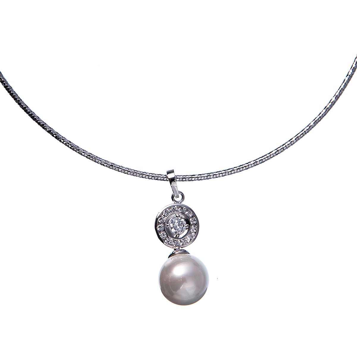 Колье Selena Diamond, цвет: белый, серебряный. 1009227110092271Оригинальное колье от Selena Diamond представляет собой жгут, выполненный из металла с гальваническим покрытием - родий и дополненный стильной подвеской, которая украшена полудрагоценным камнем цирконом и искусственным жемчугом, не оставит равнодушной ни одну любительницу изысканных и необычных украшений. Колье застегивается на карабин и оснащено цепочкой для регулирования размера. Такое колье позволит вам с легкостью воплотить самую смелую фантазию и создать собственный, неповторимый образ.