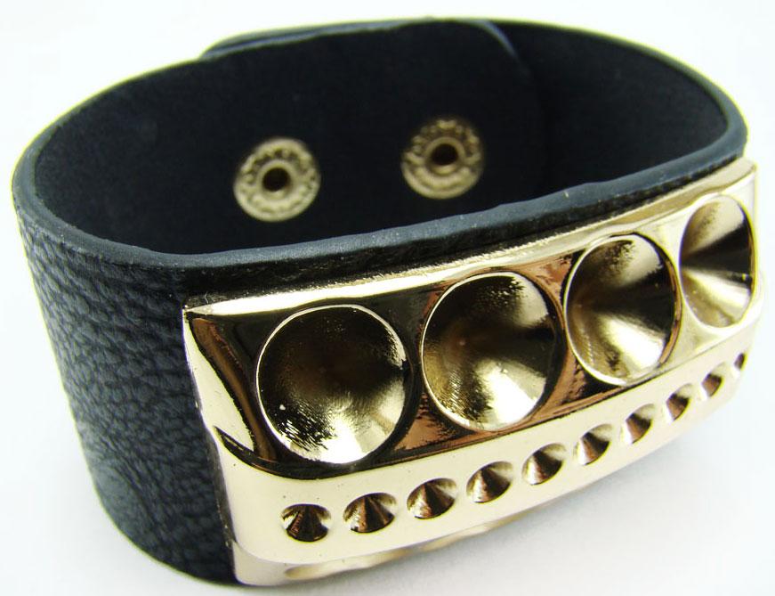 Браслет Taya, цвет: черный. T-B-8041T-B-8041-BRAC-BLACKОригинальный браслет Taya выполнен в виде основы из искусственной кожи с зернистой фактурой, которая оформлена оригинальным элементом из металлического сплава. Изделие застегивается на кнопку, длина регулируется за счет дополнительных кнопок. Стильный браслет придаст вашему образу изюминку, подчеркнет красоту и изящество вечернего платья или преобразит повседневный наряд.