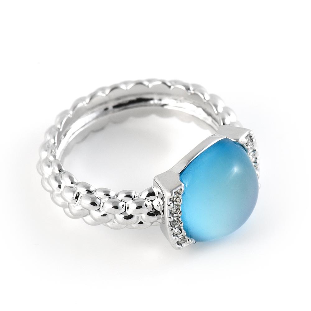 Кольцо Selena Medea, цвет: серебряный, голубой. 6002483760024837Стильное кольцо Selena Medea выполнено из ювелирного сплава с родиевым гальваническим покрытием, оформлено кристаллами Preciosa и вставкой из ювелирной смолы. Элегантное кольцо Selena превосходно дополнит ваш образ и подчеркнет отменное чувство стиля своей обладательницы.