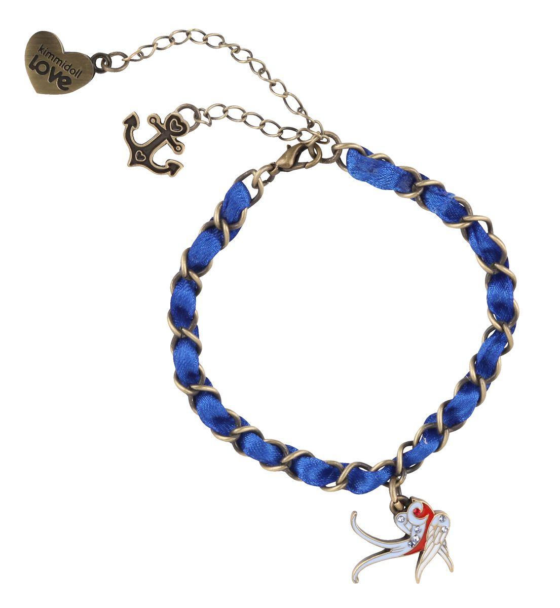 Браслет Kimmidoll Морячка СаллиKLF168Очаровательный браслет Морячка Салли, украшенный подвеской в виде ласточки и дополненный двумя дополнительными подвесками из высококачественного металла, оформлен стразами и элегантной ленточкой, и упакован в подарочную коробку. Такой браслет прекрасно подойдет к вашему образу, он придаст вам очарование и шарм как на отдыхе, так и в повседневной жизни. Привет, меня зовут Морячка Салли! Я талисман путешествий и приключений. Неиссякаемая жажда приключений постоянно ведет вас против переменчивых ветров в бушующем море жизни. Но дерзкая внешность обманчива - за вашей бесстрашной, закаленной приключениями натурой, скрывается золотое доброе сердце.