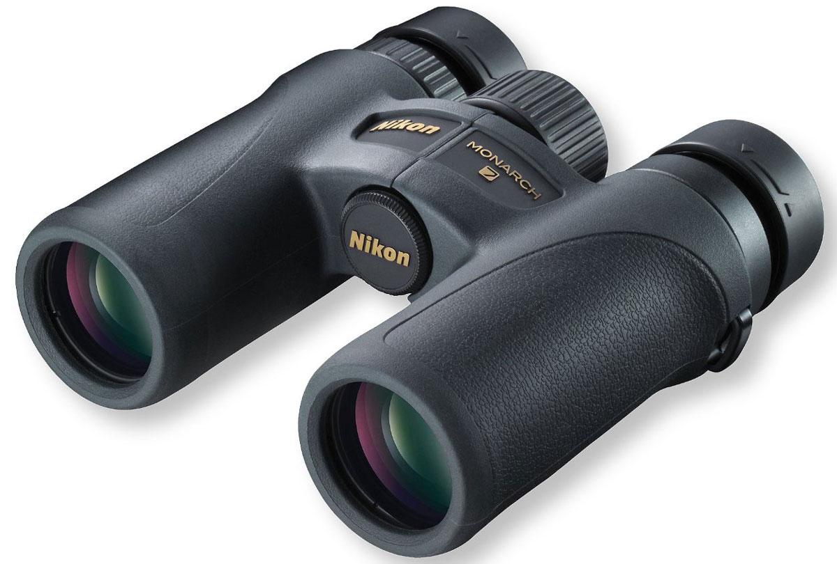 Nikon 10x30 Monarch 7, Black бинокльBAA788SAГлавное - комфорт! Новый бинокль Nikon 10x30 Monarch 7 подходит для любых приключений, от охотничьих походов до прогулок на природе. Современная, полностью новая конструкция весит менее 500 г, что делает Nikon Monarch 7 самым легким в классе высококачественных биноклей. Великолепная оптика и широкое поле зрения одинаково поражают воображение. Кроме того, этот компактный высококачественный бинокль отличается прочностью и надежностью. Защищенный от влаги и запотевания, бинокль оснащен защитным резиновым покрытием, обеспечивающим защиту от ударов и удобный захват. Большой вынос точки визирования, поворотно-выдвижные окуляры и мягкий шейный ремень делают его удобным для ношения и использования. Легкий (менее 500 г) корпус изготовлен из армированного стекловолокном поликарбоната Стекло ED со сверхнизким рассеиванием корректирует хроматические аберрации Диэлектрическое высокоотражающее многослойное покрытие призмы Фазокорректирующее покрытие ...