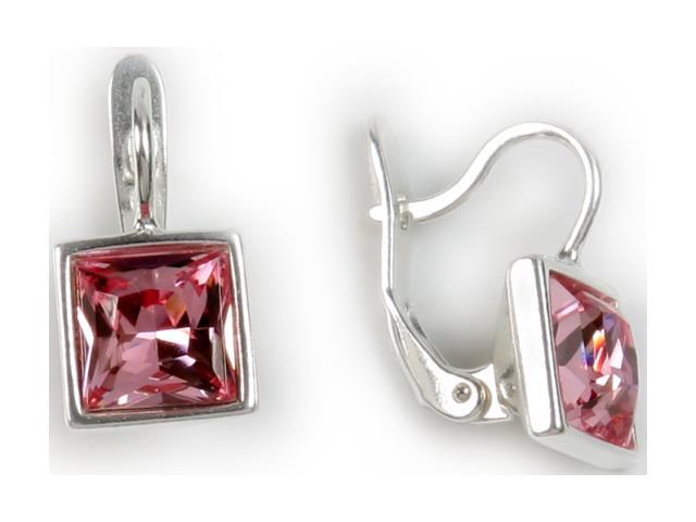 Серьги Jenavi Ингода, цвет: серебряный, розовый. b4581110b4581110Серьги Jenavi Ингода изготовлены из ювелирного сплава с антиаллергическим гальваническим покрытием белым серебрением и оформлены великолепными кристаллами Swarovski. Изделие оснащено классическим английским замком, который надежно зафиксирует серьги. Стильные серьги Jenavi Ингода помогут дополнить любой образ и привнести в него завершающий яркий штрих. Избегать взаимодействия с водой и химическими средствами.