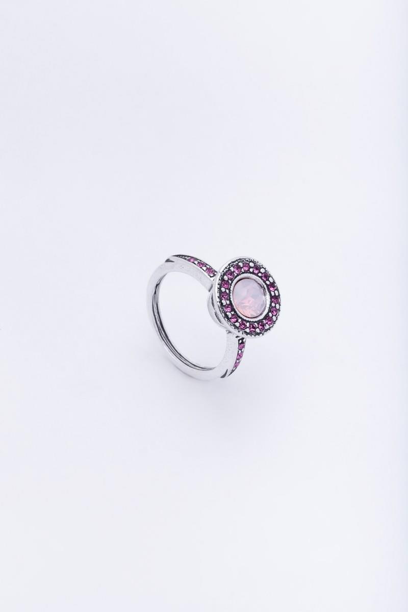 Кольцо Jenavi Леди Лоо, цвет: серебряный, розовый. d4763001. Размер 18d4763001Элегантное кольцо Jenavi Леди Лоо выполнено из гипоаллергенного ювелирного сплава, оформлено декоративным элементом, который дополнен кристаллами Swarovski. Стильное кольцо придаст вашему образу изюминку, подчеркнет индивидуальность.