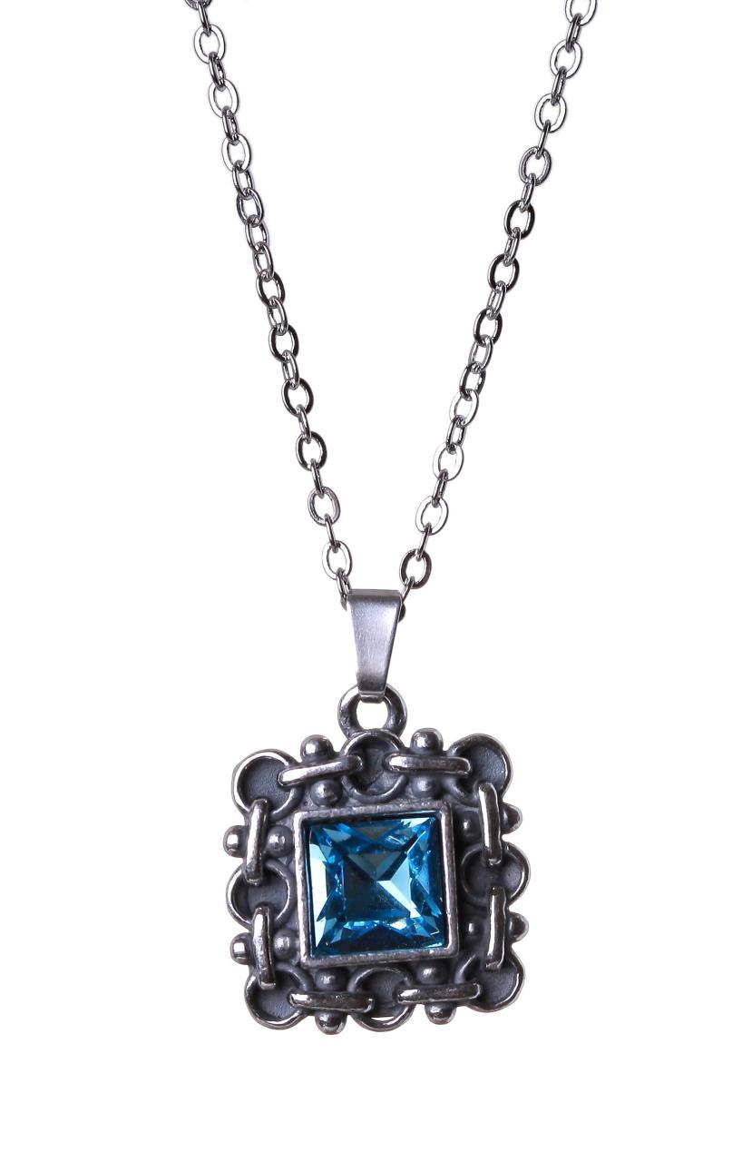 Кулон Jenavi Меган, цвет: серебряный, голубой. h0493940h0493940Элегантный кулон Jenavi Меган выполнен из ювелирного сплава с серебрением. Кулон квадратной формы, дополненный граненым кристаллом Swarovski. Изделие застегивается на практичный замок-карабин, длина цепочки регулируется за счет дополнительных звеньев. Стильный кулон придаст вашему образу изюминку, подчеркнет индивидуальность.