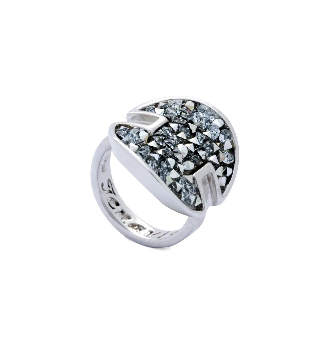 Кольцо Jenavi Октейн, цвет: серебряный, белый. j939f000. Размер 16j939f000Элегантное кольцо Jenavi Октейн выполнено из гипоаллергенного ювелирного сплава, оформлено символикой бренда и кристаллами Swarovski. Стильное кольцо придаст вашему образу изюминку, подчеркнет индивидуальность.