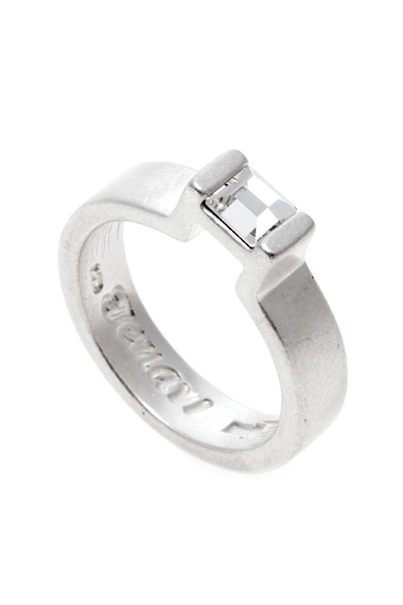 Кольцо Jenavi Quadro. Ном, цвет: серебряный, белый. r8402000. Размер 16r8402000Изящное кольцо Jenavi из коллекции Quadro. Ном изготовлено из ювелирного сплава с белым серебрением. Изделие выполнено в необычном дизайне и оформлено кристаллом Swarovski. Стильное кольцо придаст вашему образу изюминку, подчеркнет индивидуальность.