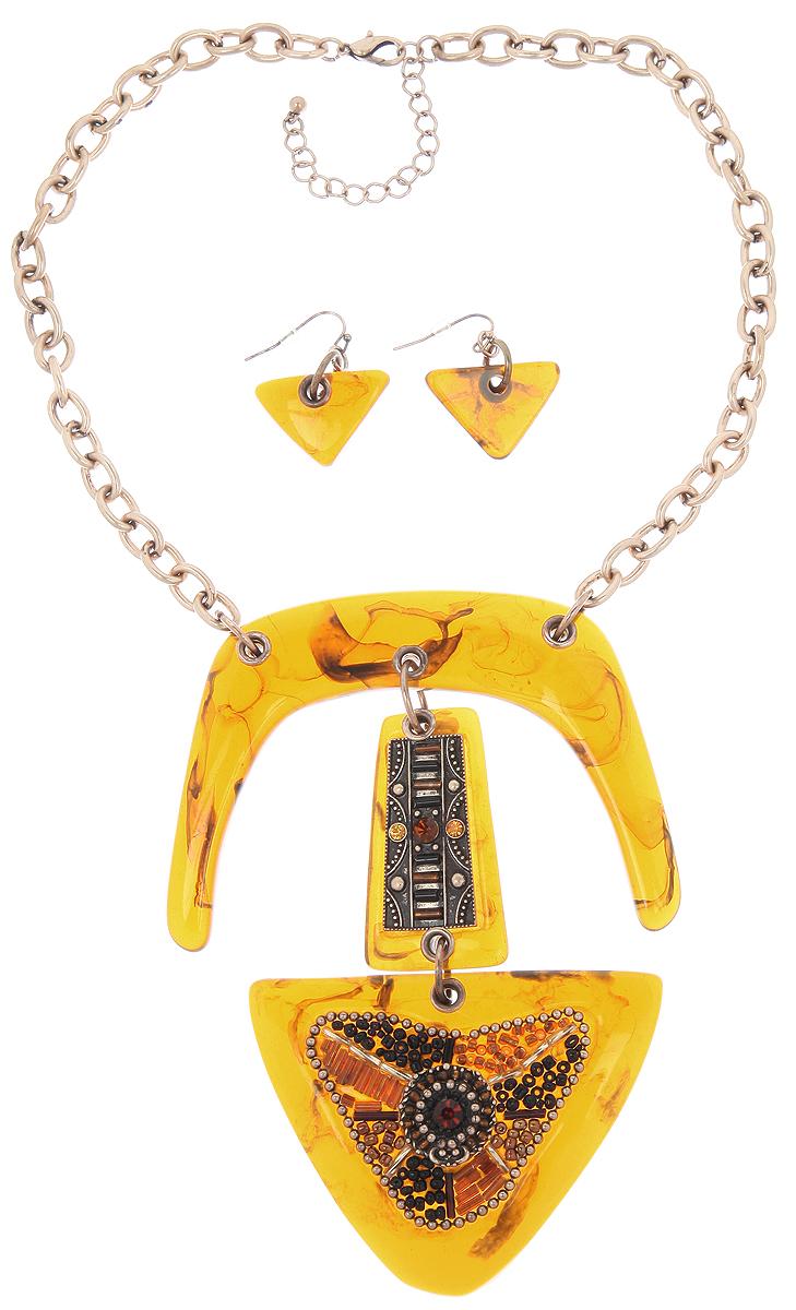 Комплект украшений Avgad: колье, серьги, цвет: золотистый, светло-коричневый. H-477S952H-477S952Стильный набор украшений Avgad, состоящий из колье и сережек, выполнен из ювелирного сплава. Колье выполнено в виде цепочки, центральная часть которой дополнена массивным декоративным элементом из акрила, украшенным бисером и стразами. Колье имеет надежную застежку-карабин с регулирующей длину цепочкой. Серьги с подвесками из акрила, застегиваются на замок-петлю. Комплект придаст вашему образу изюминку, подчеркнет красоту и изящество вечернего платья или преобразит повседневный наряд.