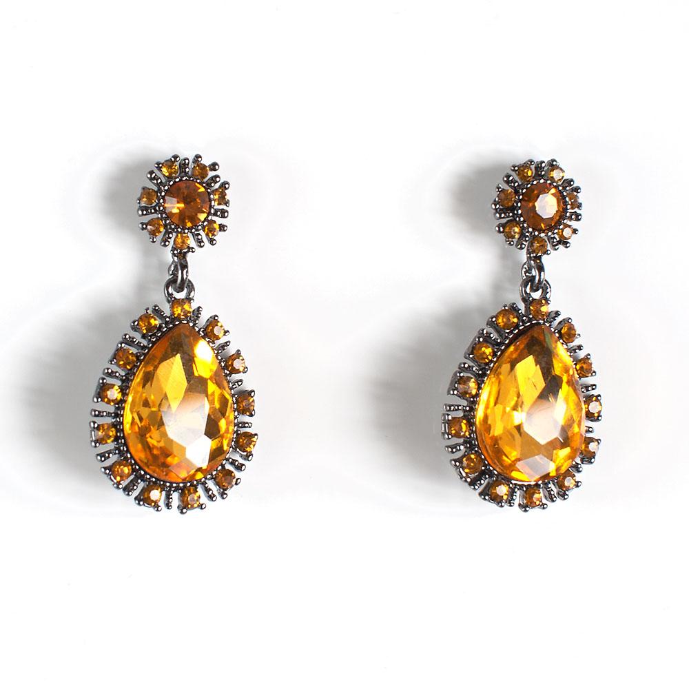 Серьги Selena Brilliance, цвет: антрацитовый, темно-желтый. 2008862020088620Роскошные серьги Selena Brilliance выполнены из металла с родиевым покрытием. Серьги оформлены крупными и мелкими кристаллами Preciosa. Застегиваются серьги на замок-гвоздик с заглушками. Такие серьги будут ярким дополнением вашего образа.