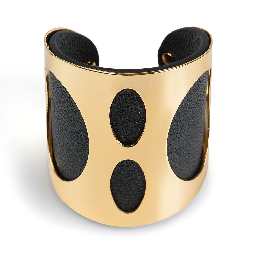 Браслет Selena Street Fashion, цвет: черный, золотой. 4005742040057420Стильный браслет Selena Street Fashion изготовленный из гипоаллергенного материала, выполнен из натуральной кожи и металла c золотым покрытием. Изделие представляет собой изящный широкий браслет универсального размера, оформленный овальной перфорацией. Такой оригинальный браслет не оставит равнодушной ни одну любительницу изысканных и необычных украшений, а также позволит с легкостью воплотить самую смелую фантазию и создать собственный, неповторимый образ.