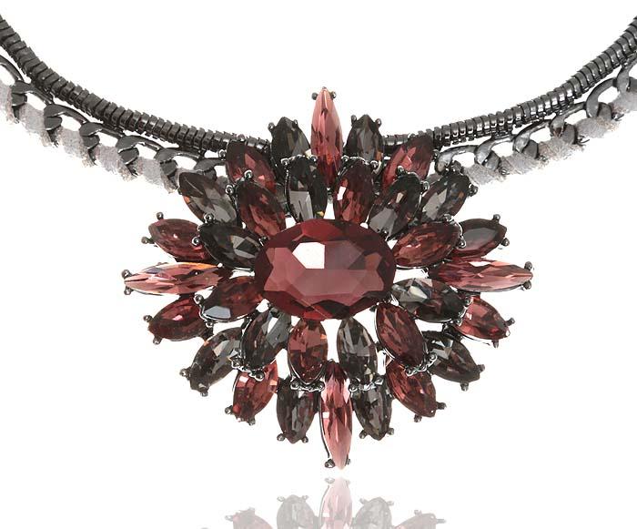 Колье Аметистовый цветок. Бижутерное стекло, текстиль, гипоаллергенный бижутерный сплав серебряного тона. Krikos, Китайpokka-2845-37-1Колье Аметистовый цветок. Бижутерное стекло, текстиль, гипоаллергенный бижутерный сплав серебряного тона. Krikos, Китай. Размер - полная длина 40-48 см, регулируется за счет застежки-цепочки. Сохранность превосходная, изделие новое.