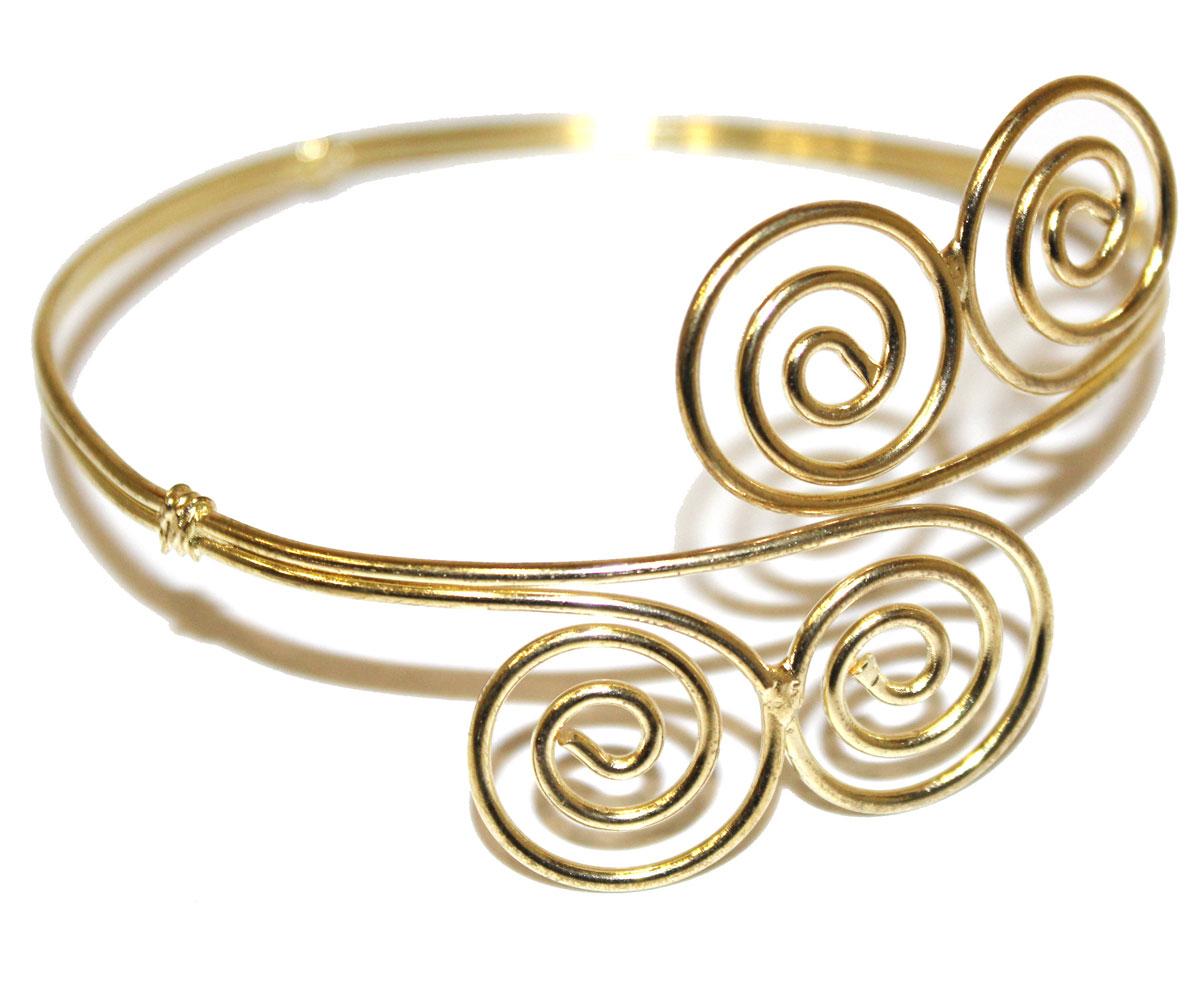 Браслет Ethnica, цвет: золотой. 246060246060Изящный браслет на плечо Ethnica - стильный аксессуар, который позволит вам с легкостью воплотить самую смелую фантазию и создать собственный, неповторимый образ. Изделие, изготовленное из гипоаллергенного материала, выполнено из металла цвета античного золота и оформлено витыми декоративными элементами. Размер браслета регулируется. Такой оригинальный браслет не оставит равнодушной ни одну любительницу изысканных и необычных украшений.