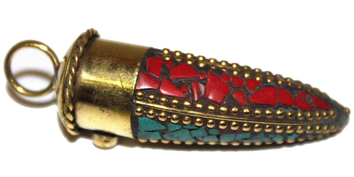 Подвеска Ethnica, цвет: золотой, черный, зеленый, красный. 252050252050Оригинальная подвеска Ethnica выполнена в виде рога из гигиенического сплава с покрытием под золото. Изделие декорировано вставками из керамики контрастных цветов, расположенных в виде мозаики, с использованием декоративных металлических элементов. Стильная подвеска внесет женственные нотки в ваш образ, подчеркнет вашу утонченную натуру и безупречный вкус!