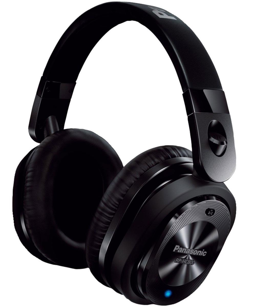 Panasonic RP-HC800E-K, Black наушникиRP-HC800E-KНаушники Panasonic RP-HC800E-K позволяют наслаждаться любимой музыкой без окружающего шума даже в самолете, поезде или автотранспорте. В данной модели используется новейшая технология подавления шума, которая не позволяет окружающим звукам отвлекать от прослушивания музыки. Встроенный высококачественный микрофон в корпусе распознает шум окружающей среды в диапазоне средних и низких частот и заметно его снижает с помощью звуковой волны противоположной фазы. Плотно прилегающие амбушюры блокируют окружающий шум в диапазоне средних и высоких частот. Наушники Panasonic RP-HC800E-K отличаются мощным звуком и басами благодаря 40-миллиметровым динамикам. Они обеспечивают реалистичный звук и басы, а также четкие средние и высокие частоты. Алкалиновая батарея обеспечивает до 40 часов воспроизведения. Больше не нужно беспокоиться о времени работы батареи: даже если вам предстоит провести в дороге много часов. Музыка слышна даже при выключенной ...