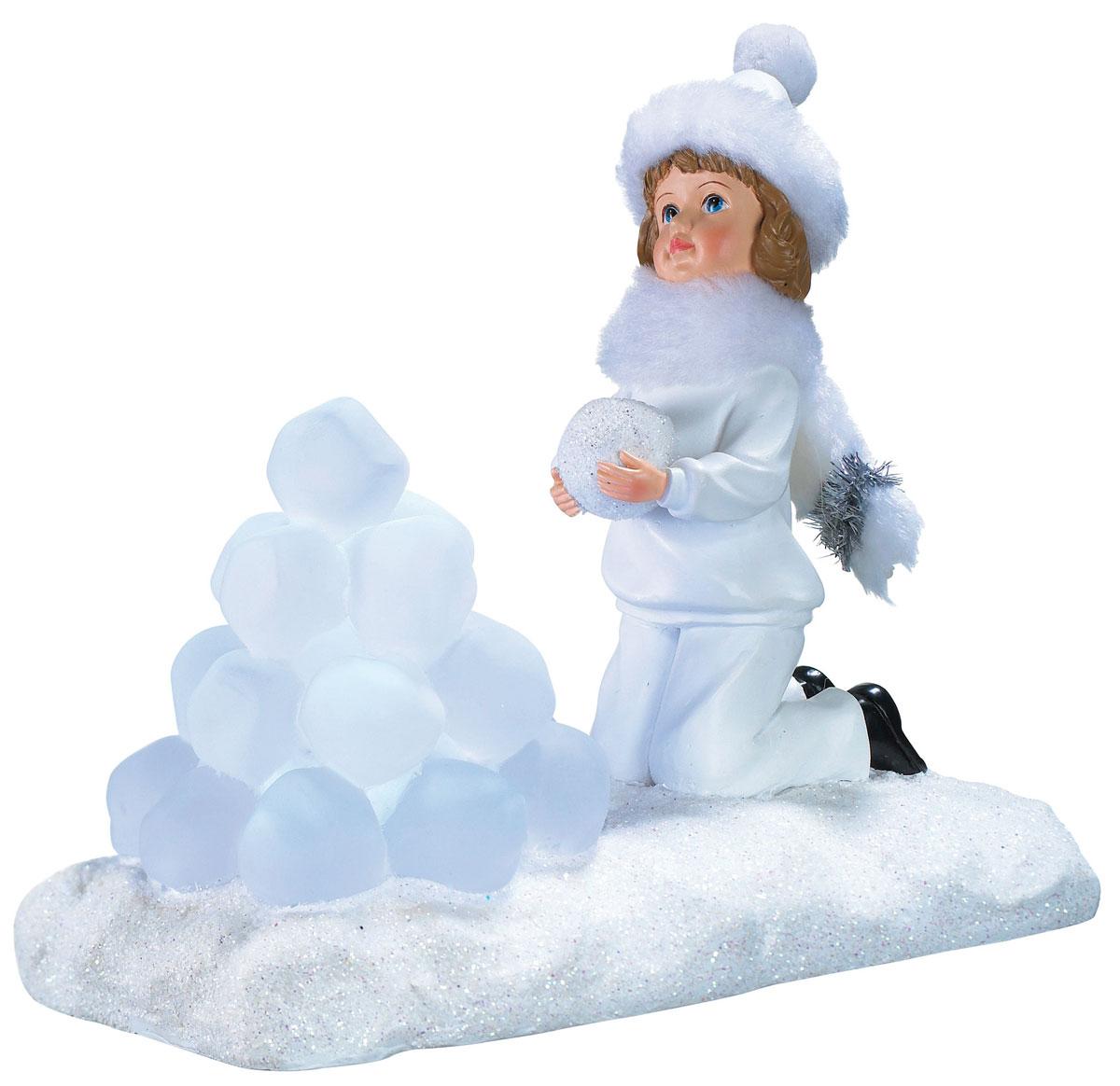 Новогодняя декоративная фигурка Девочка со снежками, с подсветкой55037Новогодняя декоративная фигурка выполнена из акрила и пластика в виде девочки со снежками на подставке, украшенной белыми блестками. Шапочка и шарф у девочки выполнены из искусственного меха белого цвета. Изделие оснащено светодиодами. Свечение холодного белого цвета создаст атмосферу волшебства и праздника в вашем доме. Работает от батареек и от сети 220В. Адаптер входит в комплект.