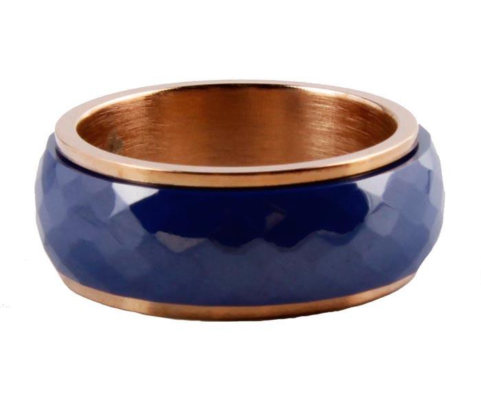 Кольцо Elegent. Бижутерный сплав, керамика. Южная Корея, конец XX векаr4683043Кольцо Elegent. Бижутерный сплав, керамика. Южная Корея, конец XX века. Размер 6. Сохранность превосходная. Украшение в виде металлического ободка золотого цвета с керамической вставкой. Это стильное дизайнерское кольцо станет изысканным украшением для романтичной и творческой натуры и гармонично дополнит Ваш наряд, станет завершающим штрихом в создании модного образа.