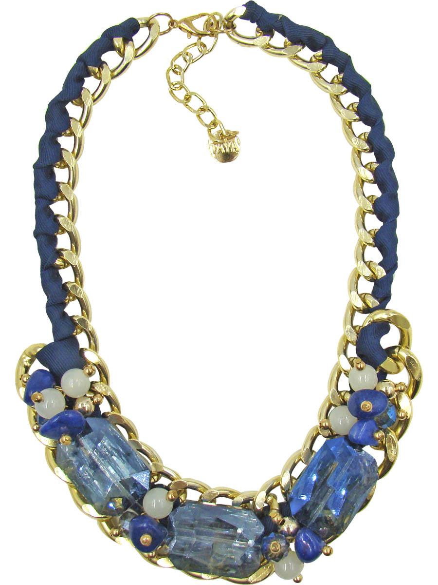 Колье Taya, цвет: золотистый, синий. T-B-9572T-B-9572Колье Taya изготовлено из ювелирного сплава с гальваническим покрытием. Такая методика обеспечивает отличное качество изделий и позволяет сохранить красоту украшений надолго. Колье состоит из крупной цепи, оплетенной шелковистой синей лентой, с декоративной частью. Центральная часть изделия дополнена крупными кристаллами с бусинами и натуральными камнями. Модель застегивается на практичный замок-карабин, длина регулируется за счет дополнительных звеньев. Стильное колье придаст вашему образу изюминку, подчеркнет индивидуальность.