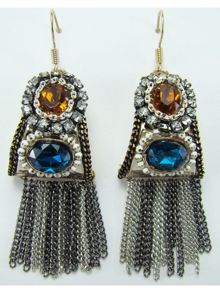 Серьги Taya, цвет: золотистый, серебристый, синий. T-B-8450T-B-8450Оригинальные серьги Taya выполнены из ювелирного сплава. Изделия оформлены стразами, вставками из стекла и подвесками-цепочками. Застегиваются серьги на замок-петлю. Оригинальные серьги модного дизайна создадут яркий и запоминающийся образ.