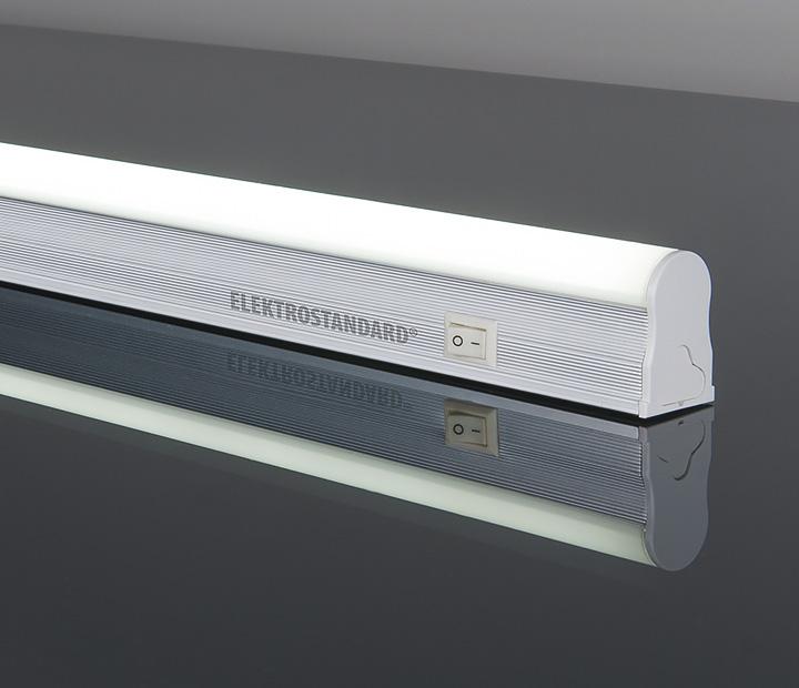Светильник настенно-потолочный Elektrostandard Led Stick, 36 светодиодов, 6Wa033734Светодиодный энергосберегающий светильник Elektrostandard Led Stick, изготовленный из алюминия и пластика, отлично впишется в интерьер вашего дома. Он прекрасно подойдет для освещения коридоров, лестничных пролетов, подсобных помещений, а также для подсветки полок и внутреннего пространства шкафов (не допускается монтаж светильника около источников теплового излучения, в банях и саунах). Корпус светильника оснащен выключателем. На корпусе располагаетсяпанель из пластика, на которой расположено 36 светодиодов. Светильник крепится в удобном для вас месте при помощи саморезов, которые входят в комплект. Светодиодный энергосберегающий светильник Elektrostandard Led Stick высокоэкономичен, имеет большой срок службы и низкое потребление электроэнергии. Материал: пластик, алюминий. Количество светодиодов: 36 шт. Световой поток: 480 лм. Угол рассеивания: 130°. Размер светильника: 30,4 см х 2,2 см х 3,4 см.