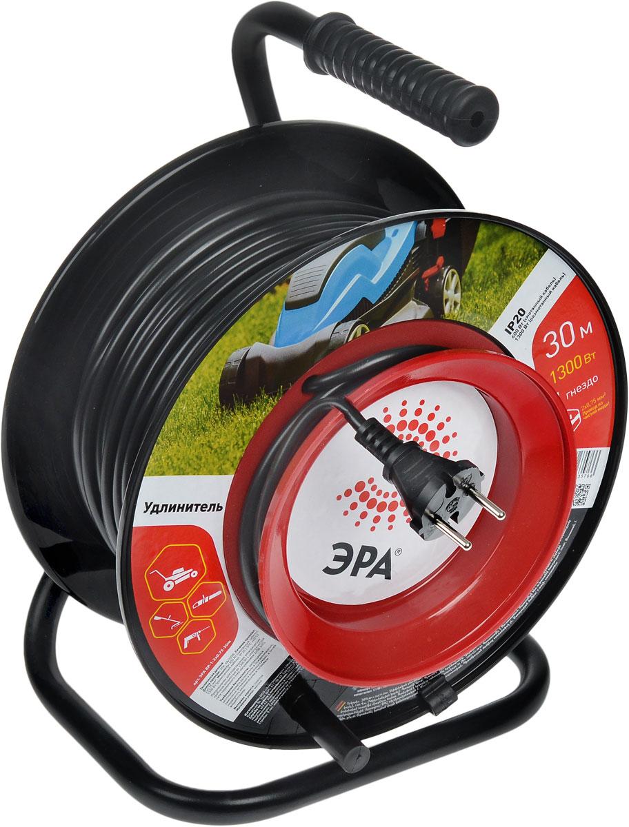 Удлинитель силовой ЭРА RP-1-2x0.75-30m, на катушке, 1 гнездо, 30 мRP-1-2x0.75-30mУдлинитель силовой ЭРА RP-1-2x0.75-30m за счет большой длины кабеля незаменим на садовом участке, при проведении строительных и ремонтных работ. Наличие терморазмыкателя обеспечивает защиту сети и оборудования в случае перегрузки. Рама катушки выполнена из металла, что позволяет добиться максимальной механической прочности и долговечности конструкции. Корпус и блок с розетками выполнен из пластик - устойчив к механическим повреждениям, царапинам, соответствует требованиям пожаробезопасности. Провод выполнен из чистой меди. Терморазмыкатель в случае превышения допустимой нагрузки размыкает цепь и предотвращает перегрев проводов. В отличие от плавкого предохранителя, для возобновления работы силового удлинителя достаточно устранить источник перегрузки и вжать кнопку терморазмыкателя. Технические характеристики: Сечение провода: 2х0,75 мм2. Номинальное напряжение: 220В / 50 Гц. Мощность максимальная в смотанном виде: 600 Вт. Мощность...