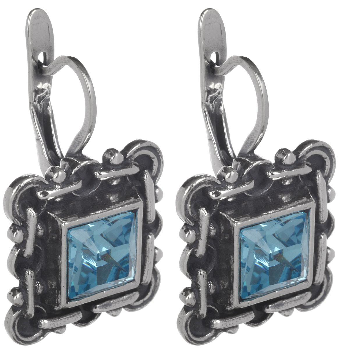 Серьги Jenavi Меган, цвет: серебряный, голубой. h0493140h0493140Стильные серьги Jenavi Меган выполнены в виде ажурной основы квадратной формы из ювелирного сплава, которая дополнена кристаллами Swarovski. В качестве основания используется классический английский замок, который надежно зафиксирует сережку. Оригинальные серьги Jenavi Меган помогут дополнить любой образ и привнести в него завершающий яркий штрих.