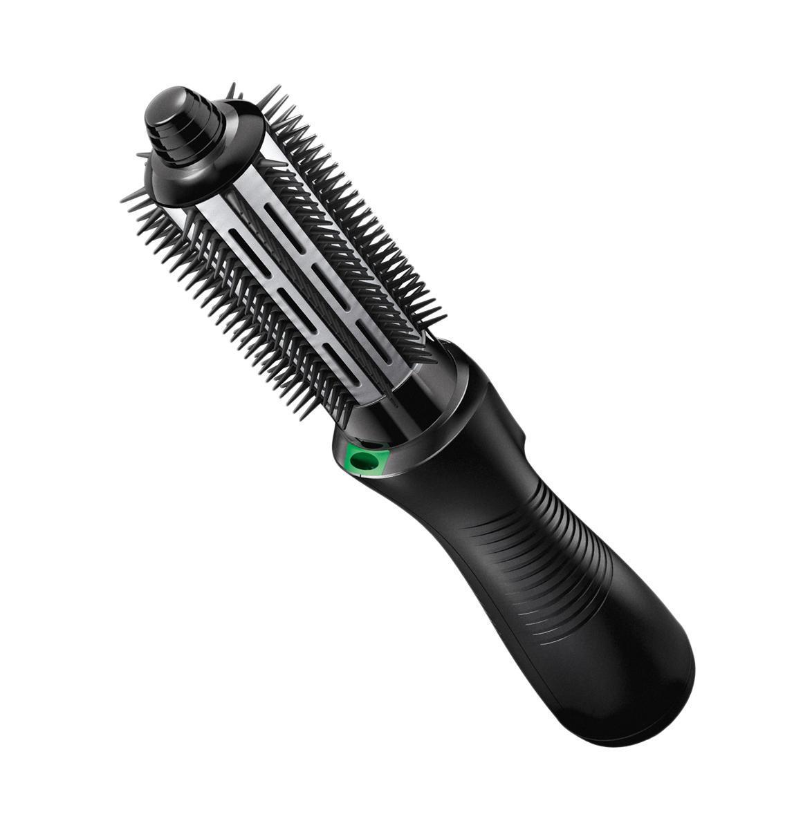 Фен-щетка Braun Satin Hair 7 AS720ZZ009088Функция ионизации Если в арсенале модницы имеется фен-щетка от Braun AS 720, красивая прическа, быстрая укладка, потрясающий внешний вид – все это не проблема. Она оснащена функцией Iontec. Частицы активных ионов притягивают влагу из воздуха и направляют к волосу. Восстановить баланс влаги позволяет технология Satin Ions, она придает здоровый блеск волосам. Два режима Фен-щетка имеет несколько режимов, которые позволяют выбрать интенсивность подачи воздуха. Устройство работает с мощностью 700 Вт. Сетчатый фильтр защищает волосы от случайных повреждений и ломкости, которые могут возникнуть в процессе сушки. Очень простая конструкция Braun Satin Hair AS 720 и легкое применение гарантируют отличный результат в короткий период времени. Нет необходимости обращаться за помощью к мастеру, использовать дополнительные приспособления, тратить лишнее время. Две насадки Фен-щетка имеет в комплекте две насадки. Для формирования локонов применяется круглая щетка, ней же вы...
