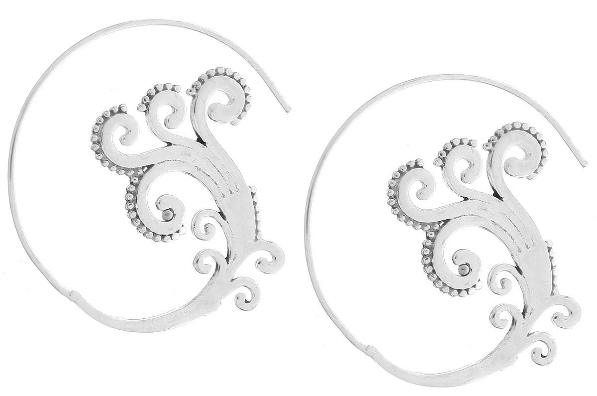 Серьги Ethnica, цвет: серебристый. 258075258075Модные серьги Ethnica, изготовленные из металла, выполнены в виде спиралей и оформлены резным узором. Серьги застегиваются при помощи замка-петли без заглушек. Это необычное и стильное украшение эффектно дополнит ваш модный образ и позволит выделиться среди окружающих.
