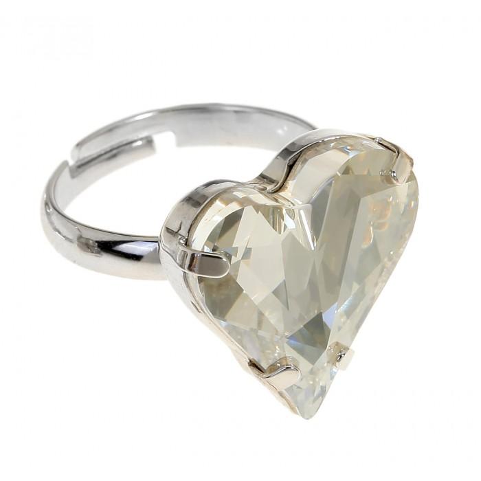 Кольцо Jenavi Эдриана, цвет: серебристый, прозрачный. r686f066r686f066Стильное кольцо Jenavi Эдриана изготовлено из ювелирного сплава с антиаллергическим гальваническим покрытием серебрением с родированием. Оформлено кольцо кристаллом Swarovski в форме сердца. Изделие регулируется по размеру. Оригинальное кольцо придаст вашему образу изюминку и подчеркнет индивидуальность.