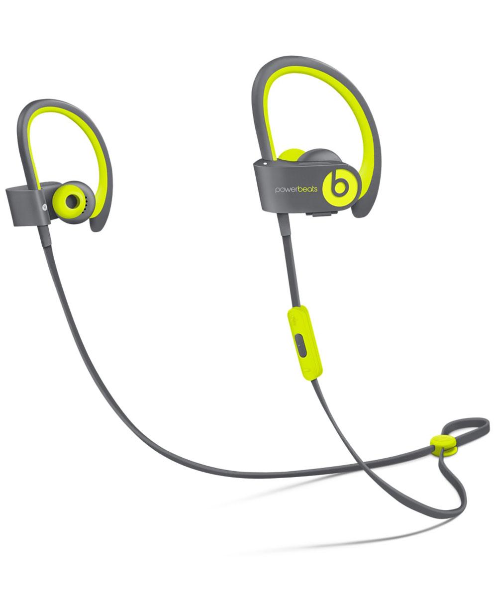 Beats Powerbeats2 Wireless Active Collection, Yellow Grey наушникиMKPX2ZE/AСтильные беспроводные наушники Beats Powerbeats2 Wireless из коллекции Active дают вам полную свободу на пробежках и тренировках с iPhone или iPod. Беспроводные наушники, вдохновлённые Леброном Джеймсом, бросают вызов обыденности, давая атлетам импульс к непревзойдённым результатам. Лёгкие и мощные, с двумя акустическими головками, совершенно новые беспроводные наушники воспроизводят звук великолепного качества на мощности, которая нужна вам для движения на пробежке или тренировке. От городских улиц до игровых площадок — наушники Powerbeats2 Wireless дают вам полную свободу на тренировках. Беспроводная технология Bluetooth даёт возможность подключаться к iPhone, iPod или другому устройству Bluetooth на расстоянии до 9 метров — вы можете свободно двигаться и сосредоточиться на спорте. Подзаряжаемый аккумулятор на 6 часов воспроизведения даст вам силы выстоять до конца. А если он разрядился, 15-минутная быстрая зарядка обеспечит ему дополнительный час работы. ...
