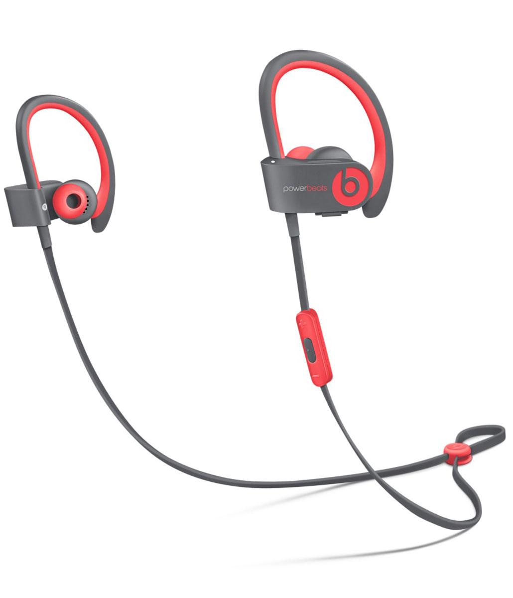Beats Powerbeats2 Wireless Active Collection, Red Grey наушникиMKPY2ZE/AСтильные беспроводные наушники Beats Powerbeats2 Wireless из коллекции Active дают вам полную свободу на пробежках и тренировках с iPhone или iPod. Беспроводные наушники, вдохновлённые Леброном Джеймсом, бросают вызов обыденности, давая атлетам импульс к непревзойдённым результатам. Лёгкие и мощные, с двумя акустическими головками, совершенно новые беспроводные наушники воспроизводят звук великолепного качества на мощности, которая нужна вам для движения на пробежке или тренировке. От городских улиц до игровых площадок - наушники Powerbeats2 Wireless дают вам полную свободу на тренировках. Беспроводная технология Bluetooth даёт возможность подключаться к iPhone, iPod или другому устройству Bluetooth на расстоянии до 9 метров - вы можете свободно двигаться и сосредоточиться на спорте. Подзаряжаемый аккумулятор на 6 часов воспроизведения даст вам силы выстоять до конца. А если он разрядился, 15-минутная быстрая зарядка обеспечит ему дополнительный час работы. ...