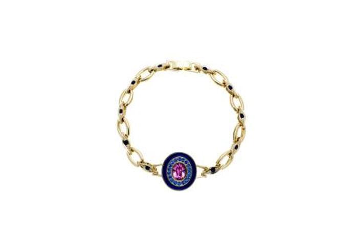 Браслет Jenavi Color 32, цвет: золотой, розовый, фиолетовый. f390p470. Размер 17,5f390p470Оригинальный браслет Jenavi Color 32 изготовлен из гипоаллергенного позолоченного ювелирного сплава. Браслет выполнен в современном стиле и сочетает в себе эстетику форм безукоризненным качеством отделки и полировки. Главное украшение браслета - овальный декоративный элемент с крупным ограненным кристаллом в центре идеальной чистоты, оправа которого инкрустирована кристаллами Swarovski. Браслет снабжен замком-пряжкой. Такой браслет позволит вам быть оригинальной, стильной и поможет создать свой неповторимый образ. Красивое и необычное украшение блестяще подчеркнет изысканный вкус, женственность и красоту своей обладательницы и поможет внести разнообразие в привычный образ.