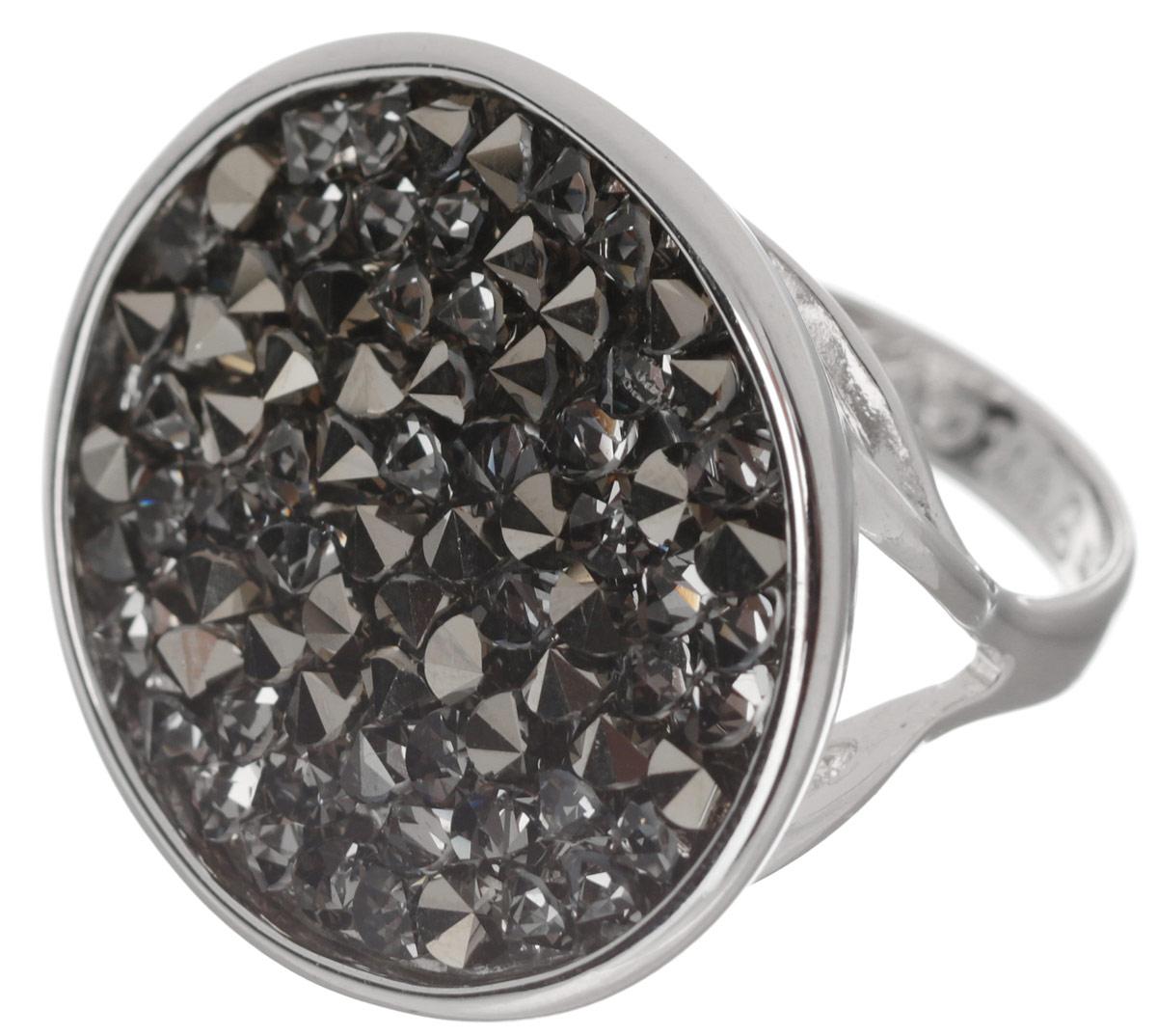 Кольцо Jenavi Карпо, цвет: серебряный, серый. j337f066. Размер 18j337f066Яркое дизайнерское кольцо Jenavi Карпо выполнено из ювелирного сплава с антиаллергическим гальваническим покрытием серебром с родированием. В кольце Карпо ярко присутствует стиль арт-деко, сохранивший в своих элементах роскошную красоту и выразительность восточного направления. Кристаллы Swarovski ассоциируются с великими нераскрытыми тайнами и вечной божественной силой. К тому же изделие обладает превосходной практичностью и сочетаемостью, несмотря на свою яркую центральную часть. Изысканное решение и оригинальный дизайн этого кольца не позволят вам остаться незамеченными!