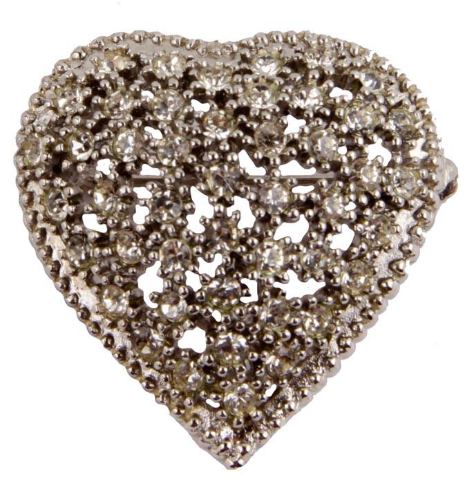 Брошь Сердце. Бижутерный сплав, австрийские кристаллы. Франция, конец ХХ векаk320p606Брошь Сердце. Бижутерный сплав, австрийские кристаллы. Франция, конец ХХ века. Размер броши 4 х 4 см . Сохранность хорошая. Брошь выполнена из высококачественного бижутерного сплава в виде сердца. Украшена кристаллами. Аксессуар станет изысканным украшением для романтичной и творческой натуры. Брошь гармонично дополнит Ваш наряд, станет завершающим штрихом в создании образа. Изделия такого дизайна прекрасно подойдут как к дневному наряду, так и к вечернему.
