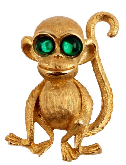 Брошь Обезьянка от Sphinx. Бижутерный сплав, стеклянные кабошоны. Sphinx, Великобритания, конец ХХ векаОС23817Брошь Обезьянка. Бижутерный сплав, стеклянные кабошоны. Sphinx, Великобритания, конец ХХ века. Размер броши 4 х 3,5 см. Сохранность хорошая. Редкий винтаж!!! Брошь, выполненная из бижутерного сплава цвета желтого золота. Поверхность металла фактурная, ребристая, имитирующая шерсть животного. Глазки обезьянки - кабошоны изумрудного цвета. Брошь для любительниц винтажных брошей! Данное украшение грамотно расставит акценты в Вашем образе, сделав наряд элегантным и благородным.