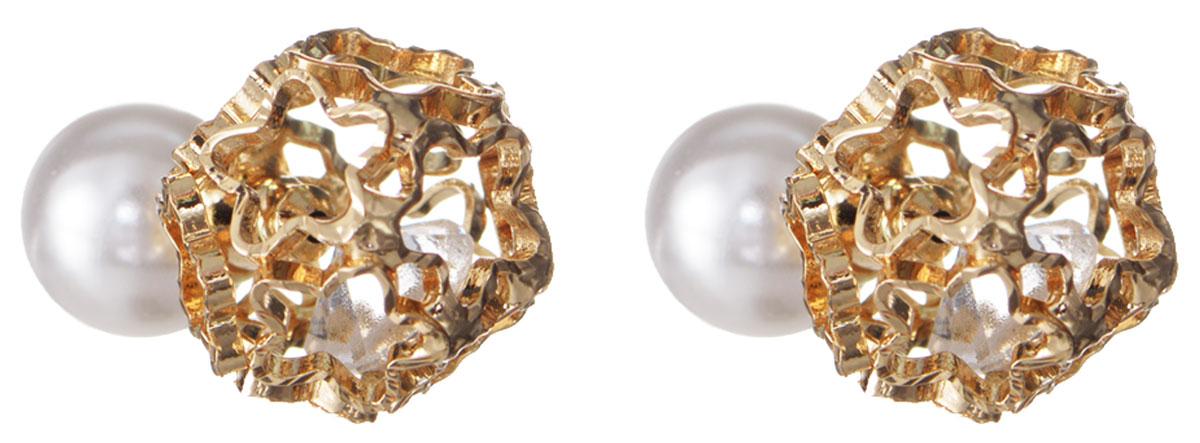 Серьги Taya, цвет: золотистый, белый. T-B-10509T-B-10509-EARR-GOLDЭлегантные серьги современного дизайна Taya изготовлены металлического сплава. С одной стороны серьги выполнены в виде полого шара, собранного из звездочек, внутри которого свободно перемещается прозрачный кристалл. Другая сторона сережек оформлена крупной жемчужиной из пластика. Можно переворачивать серьги и носить той стороной, которая именно сегодня подходит под Вашу одежду. В качестве основания изделия используется замок-гвоздик, который надежно зафиксирует сережку. Элегантные серьги помогут дополнить любой образ и привнести в него завершающий яркий штрих.