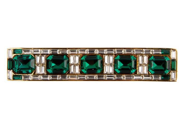 Брошь Астория. Бижутерный сплав, кристаллы, стеклярус. Франция, конец ХХ векаk320p606Брошь Астория. Бижутерный сплав, кристаллы, стеклярус. Франция, конец ХХ века. Размер броши 7,5 х 1,5 см . Сохранность хорошая. Брошь имеет серийный номер на оборотной стороне. Великолепная брошь, выполненная из бижутерного сплава, украшена изумрудными кристаллами ювелирной огранки. Представленное вашему вниманию изделие отличается высоким уровнем мастерства исполнения, оригинальным авторским дизайном. Этот аксессуар станет изысканным украшением для романтичной и творческой натуры и гармонично дополнит Ваш наряд, станет завершающим штрихом в создании образа.