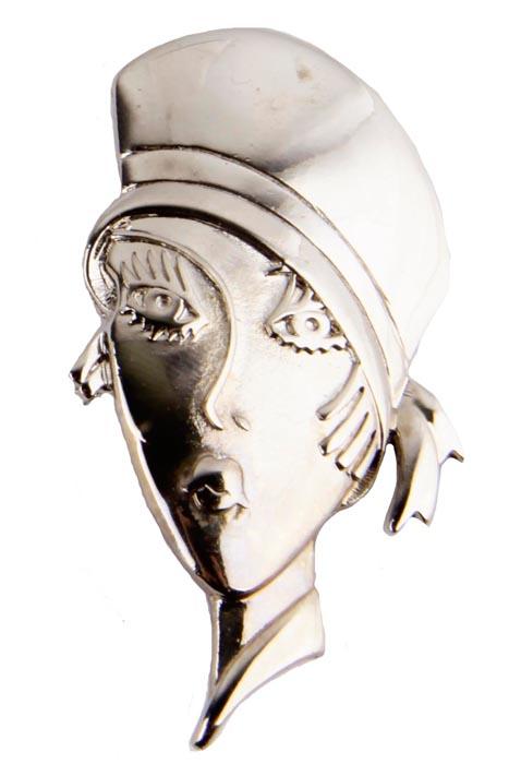 Брошь Юная парижанка. Бижутерный сплав. Франция, конец ХХ векаk320p606Брошь Юная парижанка. Бижутерный сплав. Франция, конец ХХ века. Размер броши 5 х 2,5 см. Сохранность хорошая. На оборотной стороне брошь имеет клеймо с серийным номером. Необычная брошь в виде лица девушки в шляпке из ювелирного сплава прекрасного качества. Поверхность металла гладкая, блестящая. Несомненно, эта брошь будет прекрасным дополнением вашей коллекции украшений. Брошь чудесно украсит и дополнит ваш образ.