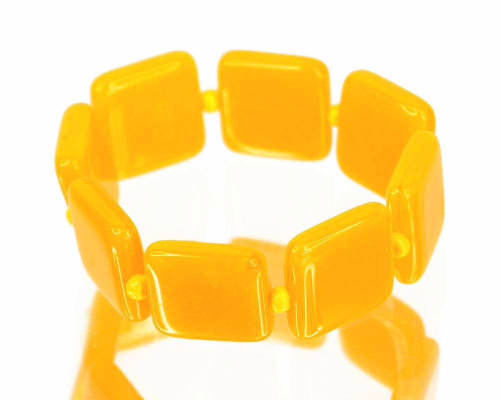Браслет Bohemia Style, цвет: желтый. 20592392059 239 браслетОчаровательный браслет Bohemia Style придаст вашему образу изюминку. Браслет представляет собой хрустальные элементы различной формы и размера, нанизанные на эластичную резинку. Изделие без застежки. Изящный браслет подчеркнет вашу индивидуальность и неповторимый стиль. Непререкаемое качество, тщательность исполнения, гипоаллергенные материалы, золотое, серебряное и родиевое покрытие металлических элементов изделий выгодно отличают продукцию Bohemia Style от основной массы продукции, представленной на рынке. Цветное стекло для производства украшений изготавливается по особой технологии, поддается огранке и полностью имитирует природные камни: опал, малахит, янтарь, яшму, лазурит.