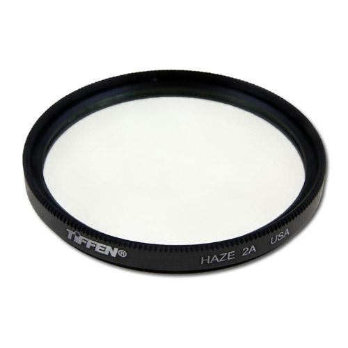 Tiffen Haze 2A Filter защитный фильтр (67 мм)67HZE2AФильтр Tiffen Haze 2A ультрафиолетовый защитный с двусторонним просветлением, типа скайлайт, подавляет неприятную синеву в тенях изображения, которая как правило появляется при фотографировании на солнечном свете. Данный фильтр поглощает излучение в УФ диапазоне и не воздействует на свет в видимой области Почти полностью задерживает ультрафиолетовый свет (пропускает 0%) Фильтр идеально подходит для воздушных и отдаленных сцен