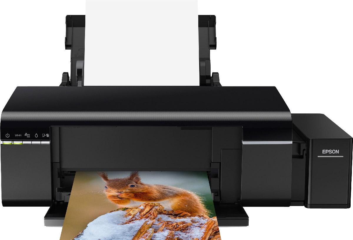 Epson L805 принтерC11CE86403Принтер Epson L805 печатает цветные фотографии высокого качества с рекордно низкой себестоимостью. Пользователи могут подключить принтер к компьютеру или печатать напрямую со смартфонов и планшетов под управлением iOS и Android. Особенность всех устройств серии Фабрика печати Epson – это печать без картриджей. Вместо картриджей в Epson L805 встроены емкости, из которых чернила поступают в печатающую головку по специальным трактам. При этом уникальное строение емкостей и система контроля давления гарантируют высокое качество печати и надежность устройства. Вместо традиционных картриджей по 7 мл в устройствах серии Фабрика печати Epson используются большие контейнеры с чернилами объемом 70 мл! В комплект поставки включен набор из шести полноразмерных контейнеров (по 70 мл), которых хватит на печать 1800 фотографий формата 10?15. Возможность беспроводного подключения по Wi-Fi позволит сэкономить место на рабочем столе — принтер можно...