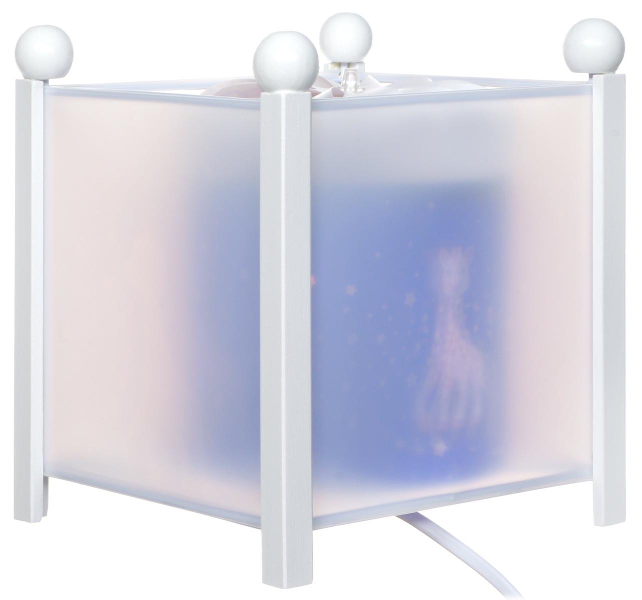Trousselier Светильник-ночник с проектором Sophie the Giraffe4363W 12VСветильник-ночник с проектором Trousselier Sophie the Giraffe - идеальный аксессуар для детской комнаты. Нежный свет и красочные картинки с веселыми жирафами создадут атмосферу уюта, успокоят и убаюкают кроху. Вы можете подобрать картинку, а также музыкальную подставку с подзаводом (опция). Ночник с двойной функцией - вращающаяся картинка внутри, либо как проектор на стену. Цилиндр ночника вращается благодаря системе нагрева от лампочки 12V-10W, цоколь E 14. Тип розетки: C. Соответствует нормам безопасности: CE EN 60598-2-10. Материал: металл, дерево, жароустойчивый пластик. В комплект входит светильник, сетевой адаптер.
