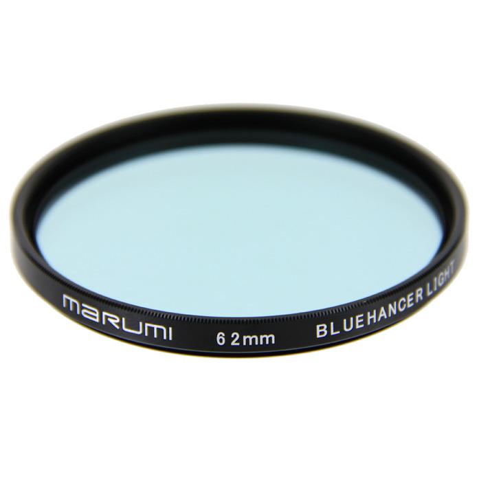 Marumi BlueHancer Light цветоусиливающий фильтр (62 мм)55HZE2AMarumi BlueHancer Light - спектральный цветоусиливающий фильтр, работающий по методу спектрального резонанса. Он сохраняет прежнюю насыщенность цветов, и только тот, на который настроен - усиливает. BlueHancer Light чисто и сочно усиливает цвета синей части спектра. Также полезен в облачный день или при съемке в контровом освещении в студии.