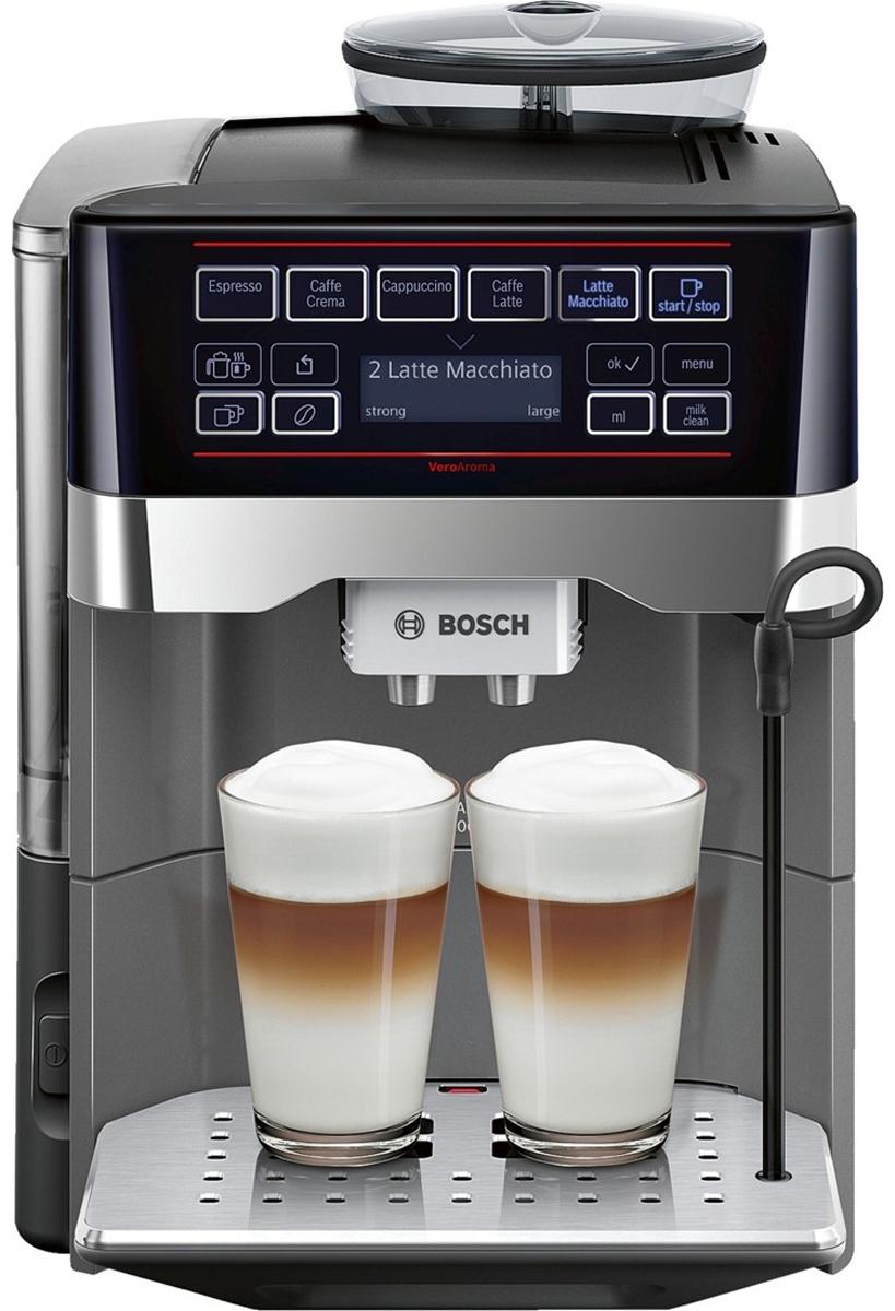 Bosch TES 60523RW VeroAroma кофемашинаTES 60523RWBosch TES 60523RW VeroAroma - это разнообразие вкусных кофейных напитков быстро и просто. Нажатием одной кнопки вы приготовите выбранный рецепт сразу в две чашки: для себя и друга Эта кофемашина подарит вам многообразие рецептов приготовления кофе: эспрессо, кафе крема, капучино, кафе латте, латте макиато и многих других. Изысканные напитки готовятся вкусно и быстро. С системой OneTouch DoubleCup вы сможете одновременно приготовить напитки с молоком сразу для двух чашек! Инновационный проточный нагреватель Intelligent Heater inside обеспечивает правильную температуру заваривания кофе и полноценный аромат благодаря технологии SensoFlowSystem. Система MilkClean делает необыкновенно простой чистку молочной системы: достаточно просто нажать одну кнопку. Гигиенично, быстро и просто. Bosch TES 60523RW VeroAroma оснащена CeramDrive - высококачественной керамической мельницей, сделанной из износостойкой керамики. Функция OneTouch – приготовление...